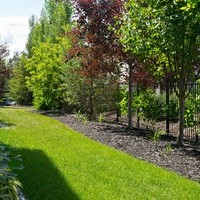 Estate landscaping for big backyards with flower garden ideas.