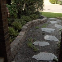 Mature lot garden design including garden pictures of patio design and walkways.