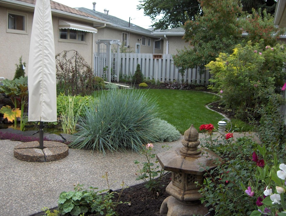 Bungalow Landscaping: Earthworm Landscape Design Co. on Bungalow Backyard Ideas id=45134