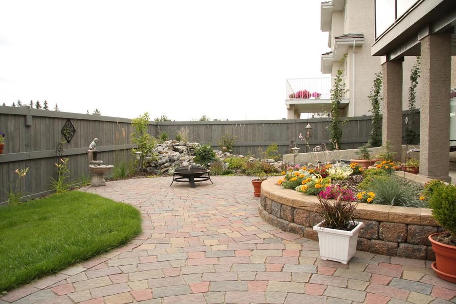 small yard landscaping earthworm landscape design co. Black Bedroom Furniture Sets. Home Design Ideas