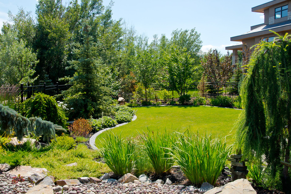 Ravine estate landscaping earthworm landscape design co for Garden design landscaping company